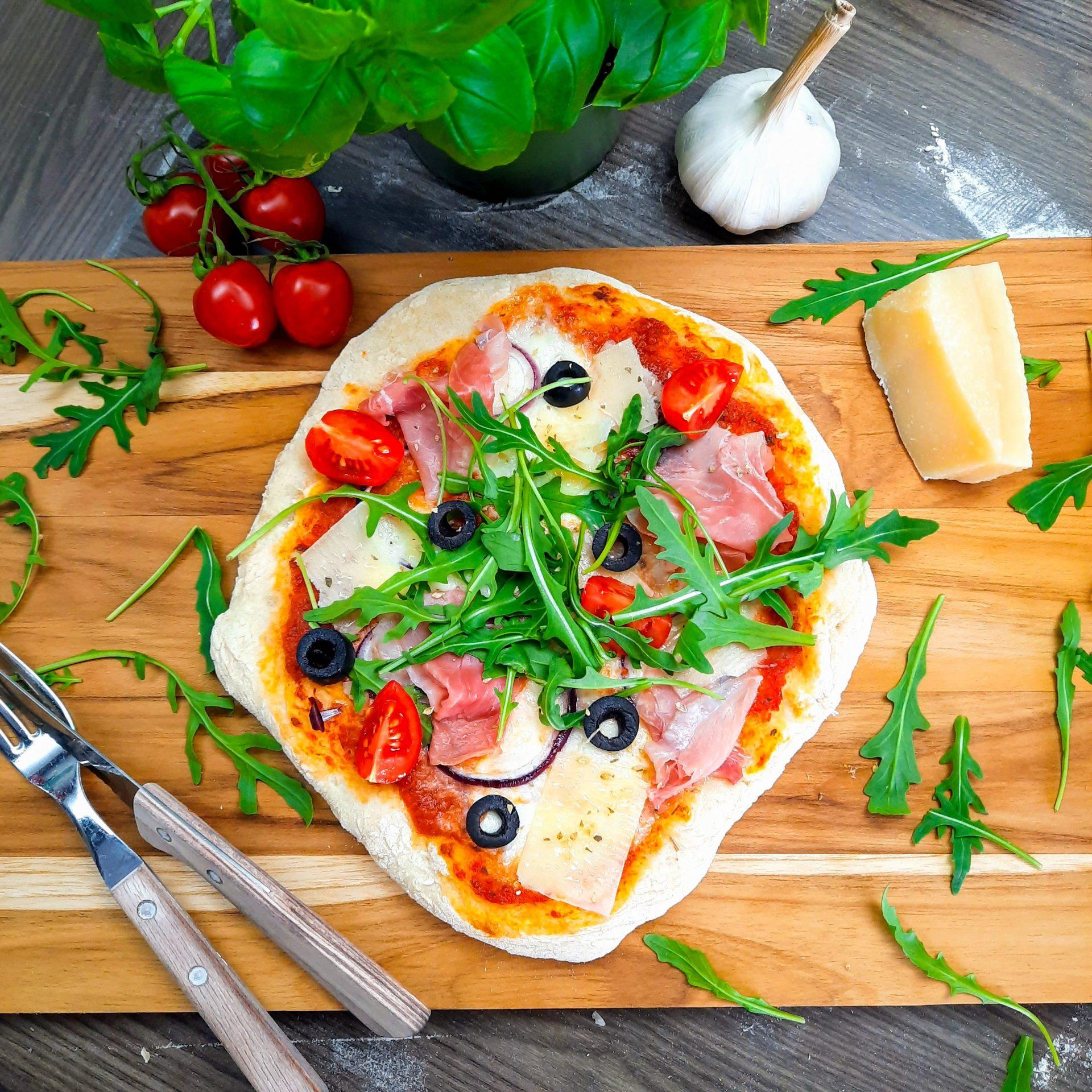 Ekte italiensk pizza med tynn og sprø bunn